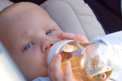 biberon bebe 4 mois